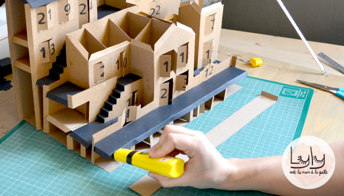 DIY tuto fabriquer un calendrier de l'avent en papier carton, joli et ludique avec ses formes de maisons